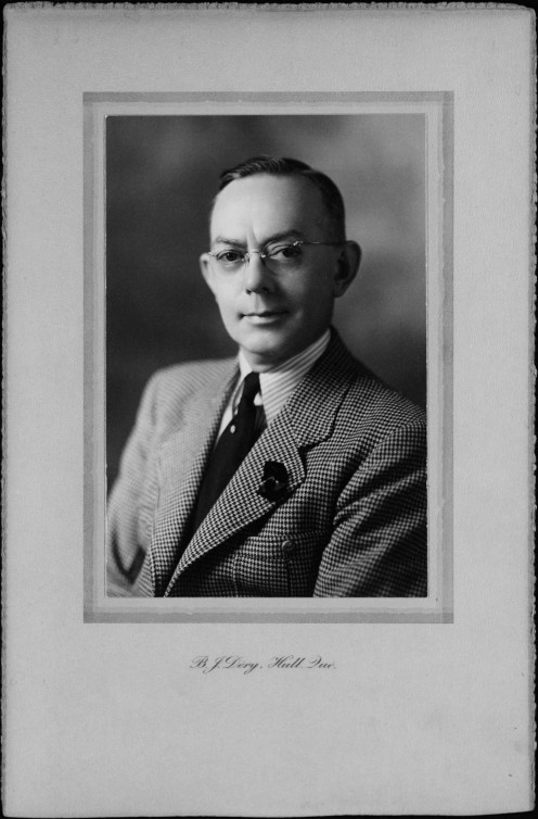 Portrait of Alphonse Moussette, Mayor of the City of Hull between 1936 and 1940  as well as 1948 to 1951. (Bibliothèque et Archives nationales du Québec, fonds Alphonse Moussette, 07H, P45, S1, D1. )