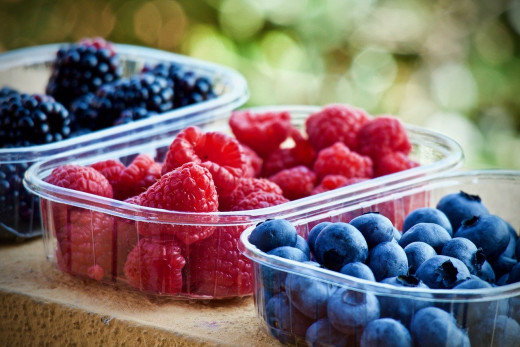Berries can be a wonderful alternative to sweets like candy or chocolate, while still being healthy.