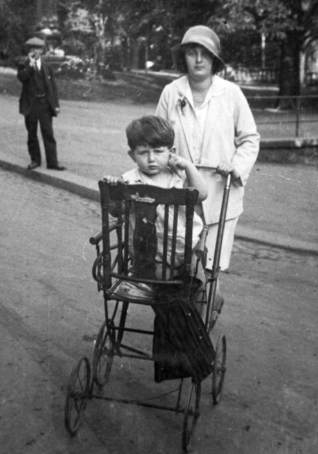 A chair-converted stroller, certainly an own development. Photo: Fortepan (1929)