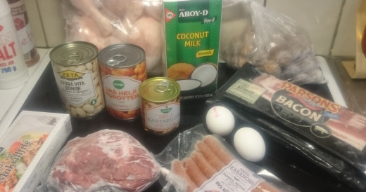 (frozen) chicken legs, (frozen) swedish meatballs, coconut milk, beans, carrots, mushrooms, eggs, (frozen) bacon, (frozen) fish, (frozen) pork and (frozen) sausage.