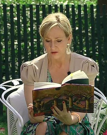 JK Rowling reading from Harry Potter at the White House easter egg roll.  I dig brainy girls.  I think she's a hella hottie.