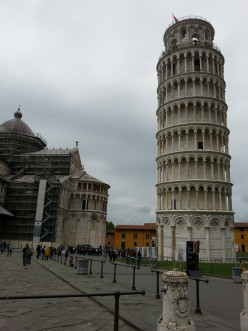 Leaning Tower – Pisa, the beautiful Tuscan Park