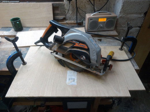 Cutting to length with a circular saw.
