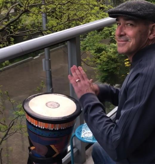 Michael Perman bang a drum