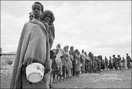 Somali's lining up for a plate of food