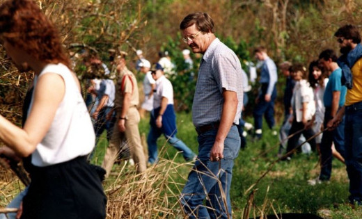 Friends and volunteers search the woods near the Circle K store where Deborah Poe vanished on February 4, 1990.