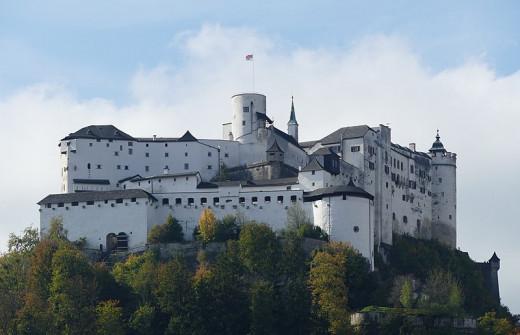 https://commons.wikimedia.org/wiki/File:Festung_Hohensalzburg_von_Nordost.jpg