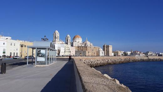 Cadiz. Walk along the coastline.