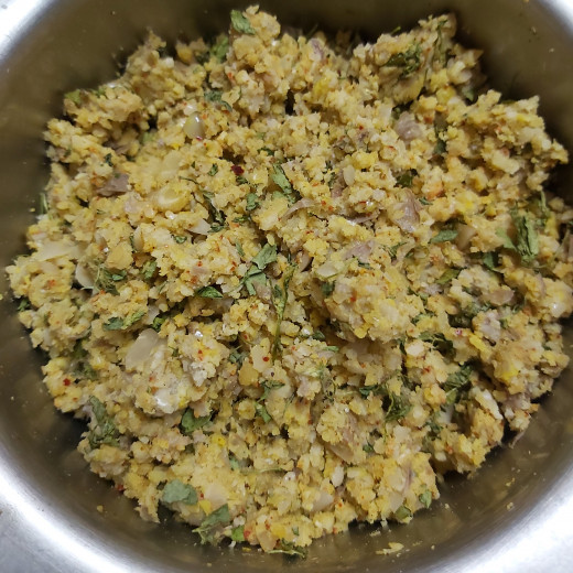 Mix everything properly. Stuffing for the paratha is ready.
