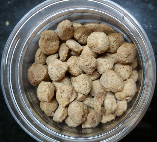 Take about 1 cup of mini soya chunks or meal maker or soya nuggets.