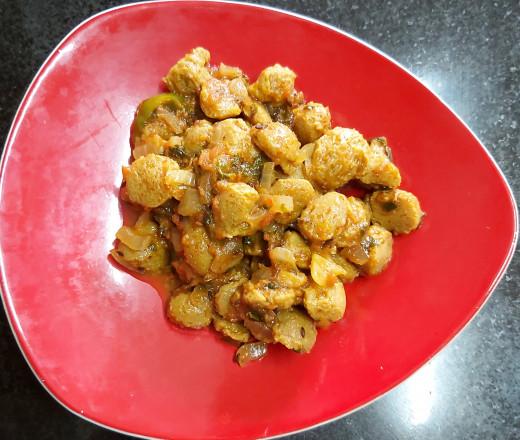Mini Soya Chunks Or Meal Maker Curry.