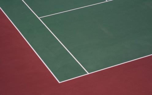 This photo of a tennis court symbolizes the title of the album Quadra.