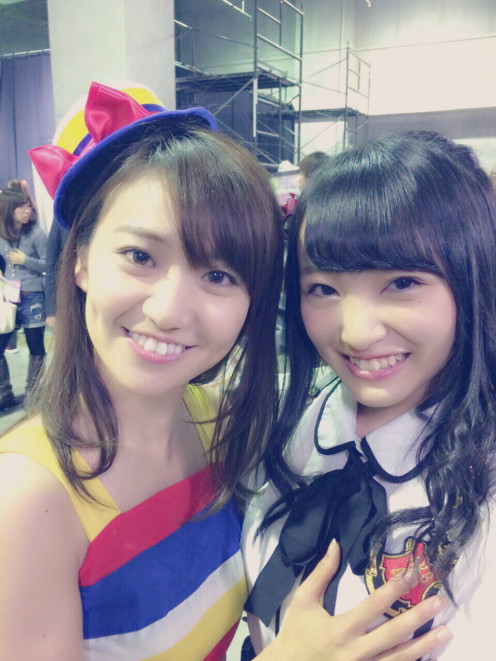 With former member Yuko Oshima (left). Oshima was also a member of AKB48's Team K during her career with the group.