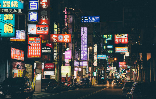 A photo of a Chinatown section somewhere in Asia, a symbolic look at Berryz Kobo's single Golden Chinatown.