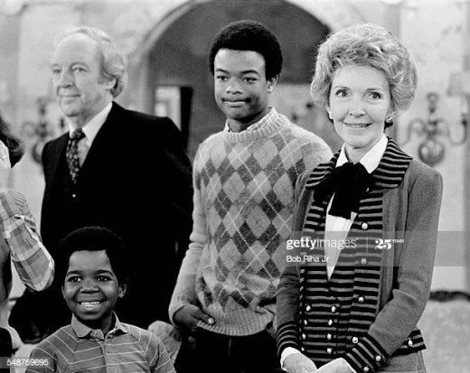 Todd Bridges with cast mates Gary Coleman, Conrad Bain and first lady Nancy Reagan on the set in 1983
