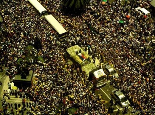Crowds Pay Last Tribute To President Cory Aquino