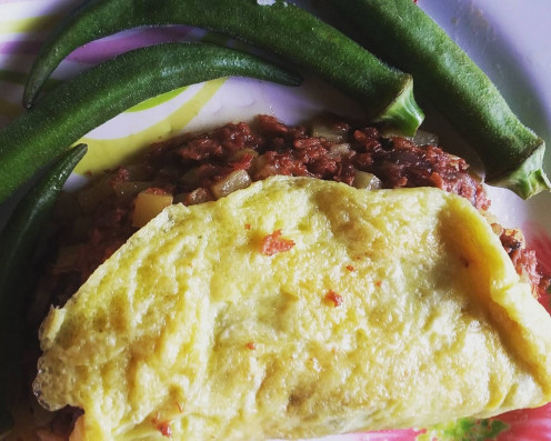 Corned beef omelet with okra