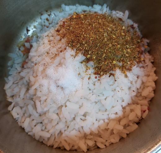 Add 1-2 teaspoons of ground spice powder and salt to taste (add spice powders in batches to adjust the taste).