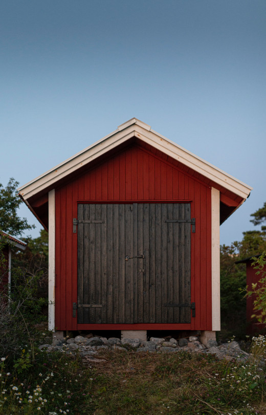 Shed with a pitched roof.