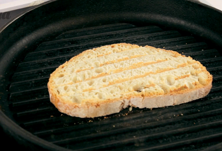 Fry the bread in a dry pan or in the oven until Golden brown.