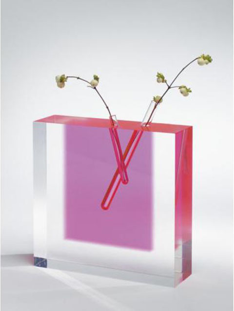 Ultramodern design meets the flower vase