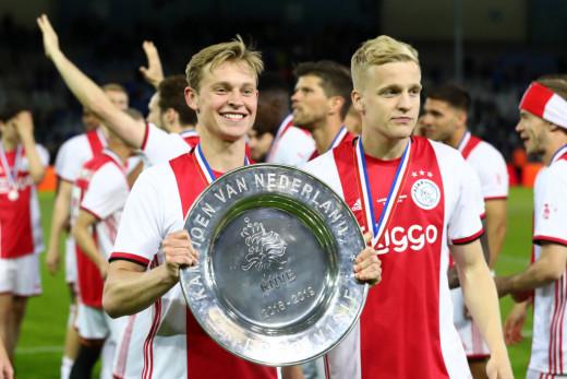 Van De Beek and Frenkie De Jong after winning the league with Ajax (2019/20)