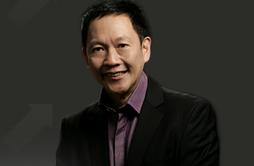 My favorite public speaker - Francis Kong - http://franciskong.com/