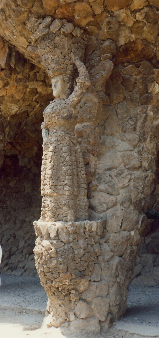 Note the woman in the column? Guell Park
