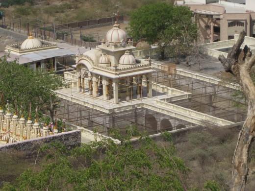 Jalmandir inside Dhanpat Vasahi alias Babu ka Derasar, Shatrunjay Hills, Palitana