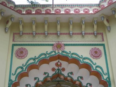 Kolkata Jain Dadabadi: Main gate, Upper portion