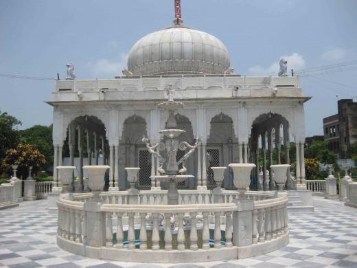 Kolkata Jain Dadabadi: Close view
