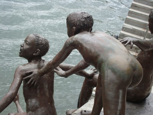 Realistic Sculpture of children about to jump into the river near Fullerton Hotel, Singapore