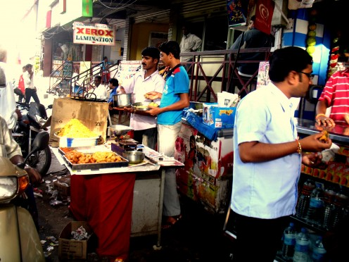 Here something more mouth watering hot pakoda,bhajhi,vada and seve.