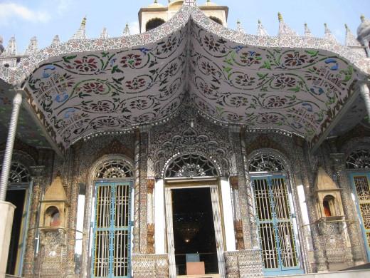 Entrance: Parasnath temple