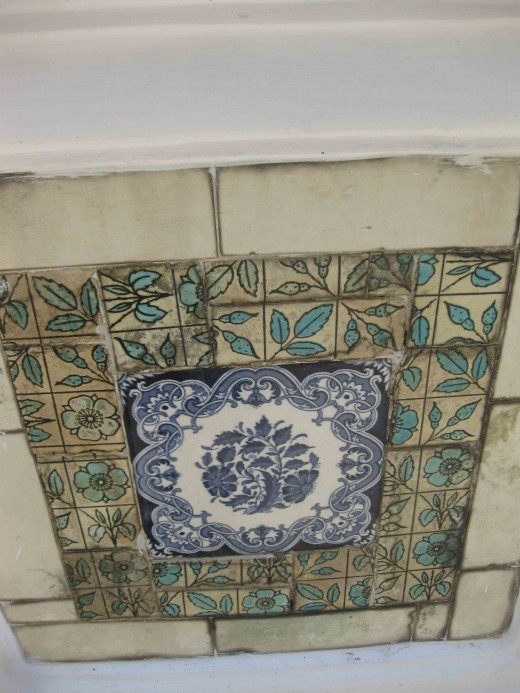Porcelain plates in the squarish pillars in the garden 2