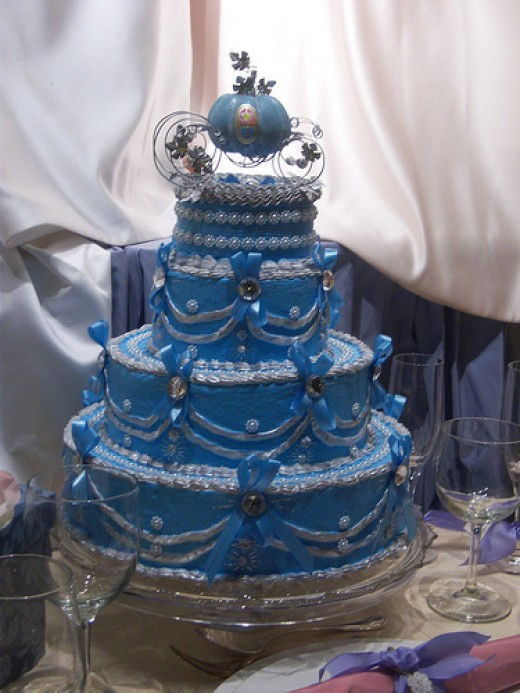 A picture of the Cinderella wedding cake displayed in the window of the Grand Californian Hotel at Disneyland
