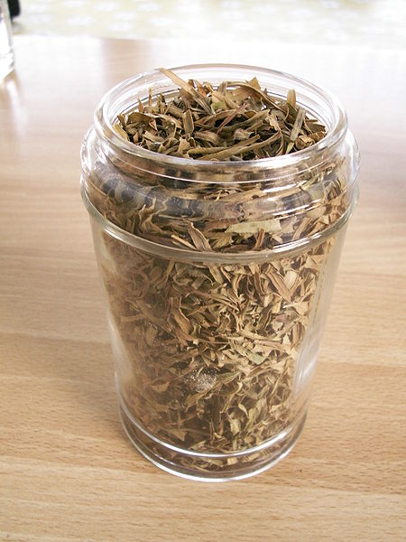 Dried tarragon. This image is in the public domain.