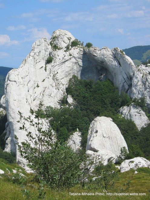 Fairy tale in the limestone: on the way up to Kiza, Dabarski kukovi