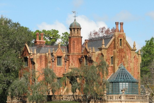 Liberty Square: Haunted Mansion