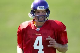 Favre at his first Vikings practice - courtesy of Vikings.com