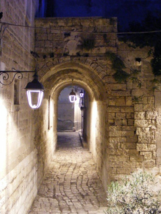 Monopoli street at night