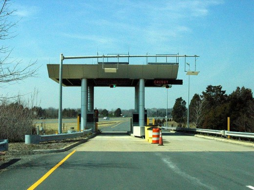 Toll booth on the Dulles Greenway (public domain).