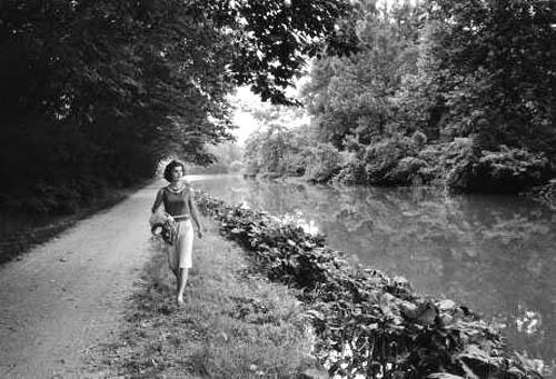 Jackie Kennedy walks along the river wearing capri's