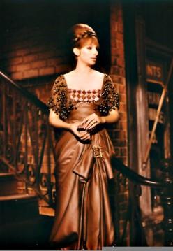 10 Hot Celebrities Who Wear Women's Vintage Clothing