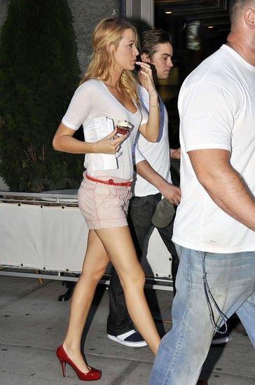 Blake Lively on Gossip Girl set wearing short shorts and red high heels