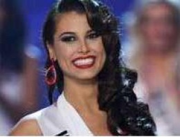 Reigning 2009 Miss Universe Stefania Fernandez.