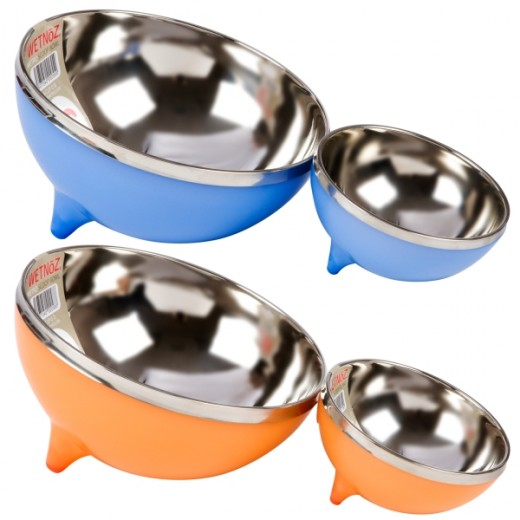 Stainless steel dog dishes now come in trendy colors.