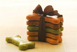 Homemade dog treats can be given as gifts!