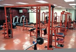 The gym should be clean with proper ventilation systems installed.