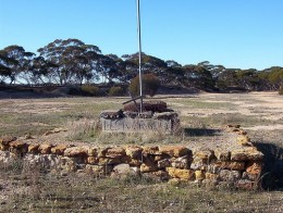 Simple War Memorial Photo: Mundoo